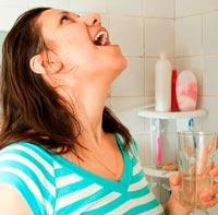 полоскание горла солевым раствором