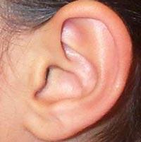 почему закладывает уши при насморке