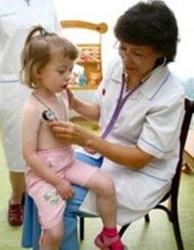 лечение хрипов в бронхах должен определять медик